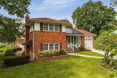Deer Park Single Family Home For Sale: 19 Fairlawn Dr