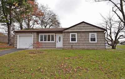 Lake Grove Single Family Home For Sale: 22 Longstreet Dr