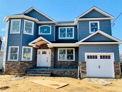 Massapequa Single Family Home For Sale: 93 Biltmore Blvd
