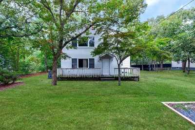 Selden Single Family Home For Sale: 33 Hawthorne St