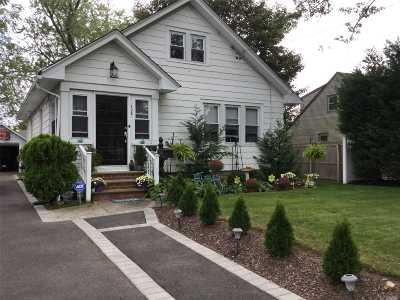 Copiague Single Family Home For Sale: 135 Garden St