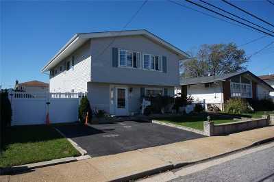 Freeport Single Family Home For Sale: 496 Nassau Ave
