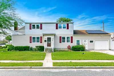 Hicksville Single Family Home For Sale: 4 Garden Blvd