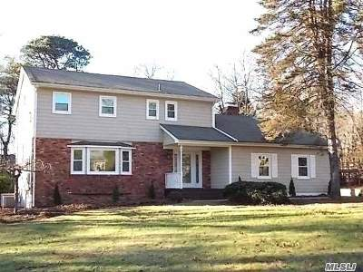 Wading River Single Family Home For Sale: 16 Gateway Dr