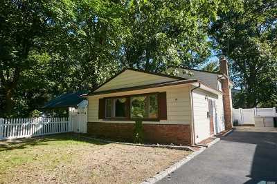 Port Washington Single Family Home For Sale: 74 Juniper Rd