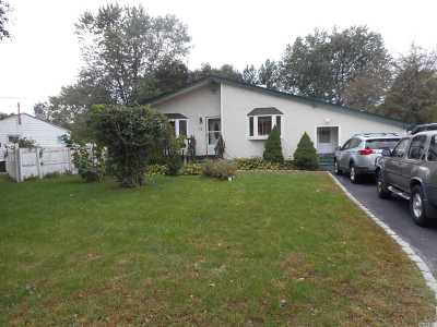Brentwood  Single Family Home For Sale: 16 Rollin Ln