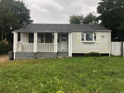 central Islip Single Family Home For Sale: 44 Cypress St