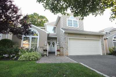 Hauppauge Single Family Home For Sale: 48 Hamlet Dr