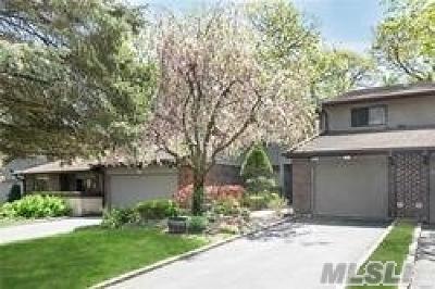 Jericho Condo/Townhouse For Sale: 49 Estate Dr