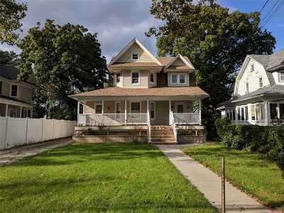 Freeport Single Family Home For Sale: 74 Southside Ave
