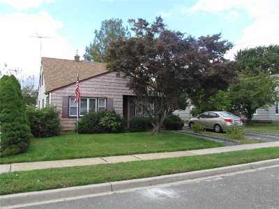 Levittown Single Family Home For Sale: 6 Firtree Ln
