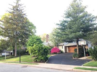 Roslyn Single Family Home For Sale: 137 Parkway Dr
