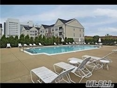 central Islip Condo/Townhouse For Sale: 921 Kirkland Ct