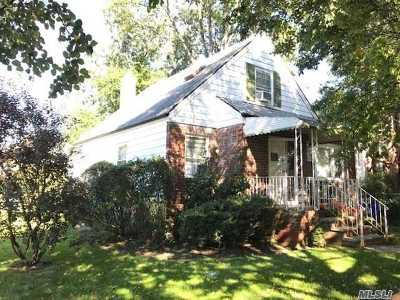 Whitestone NY Single Family Home For Sale: $950,000