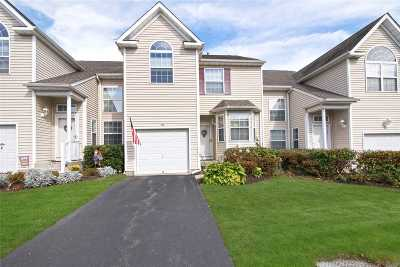Medford Condo/Townhouse For Sale: 123 Kettles Ln