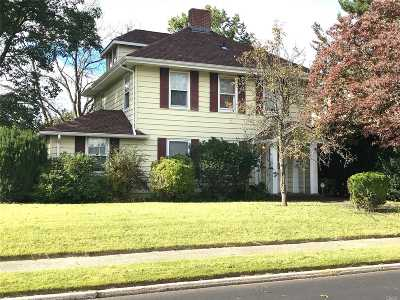 Westbury NY Single Family Home For Sale: $525,000