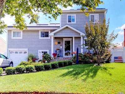 Massapequa Single Family Home For Sale: 9 Bayview Pl
