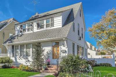 Williston Park Single Family Home For Sale: 120 Broad St