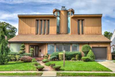 W. Hempstead Single Family Home For Sale: 810 Evergreen Dr