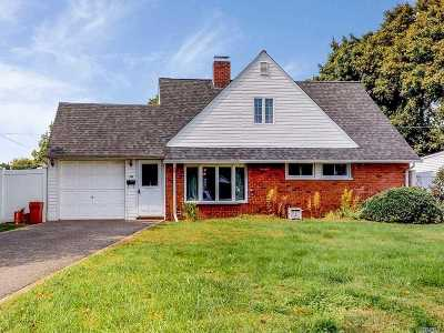 Levittown Single Family Home For Sale: 18 Hunter Ln