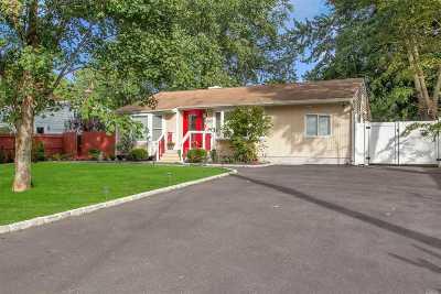 Bay Shore Single Family Home For Sale: 1535 N Gardiner Dr