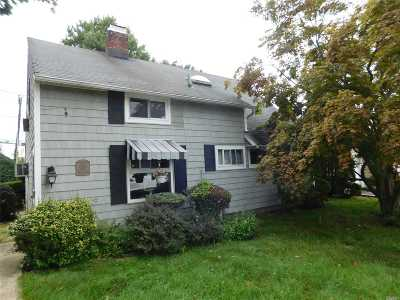 Levittown Single Family Home For Sale: 1 Wheelwright Ln