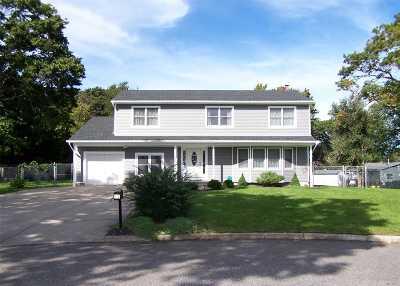 Selden Single Family Home For Sale: 15 Denise Ct