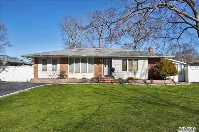Smithtown Single Family Home For Sale: 25 Sandalwood Dr