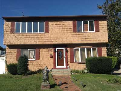 Valley Stream Single Family Home For Sale: 600 Terry Pl