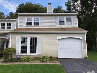 Middle Island Condo/Townhouse For Sale: 239 Ivy Meadow Ct