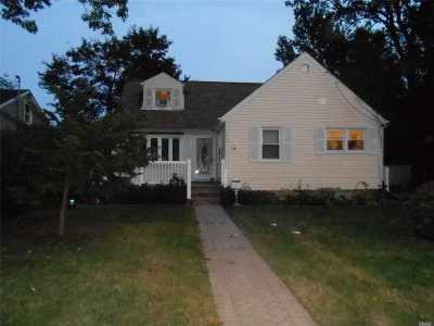 Westbury Single Family Home For Sale: 16 4th Ave