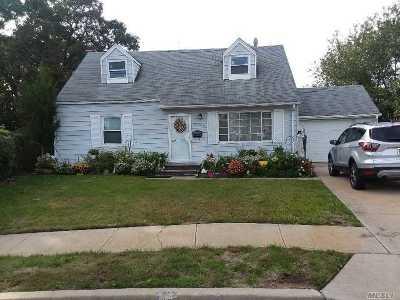Uniondale Single Family Home For Sale: 1020 Knabbe Ct