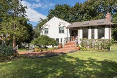 Smithtown Single Family Home For Sale: 11 Summerset Dr
