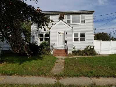 Lindenhurst Single Family Home For Sale: 490 S Delaware Ave