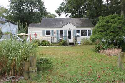 Patchogue Single Family Home For Sale: 28 Howard St