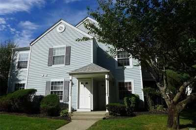 Middle Island Condo/Townhouse For Sale: 262 Fairview Cir
