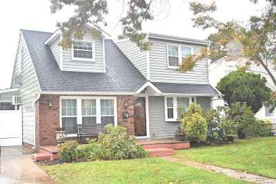 Westbury NY Single Family Home For Sale: $559,999