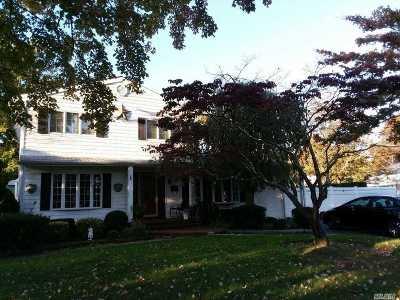 Bay Shore Single Family Home For Sale: 97 Bacon Ln
