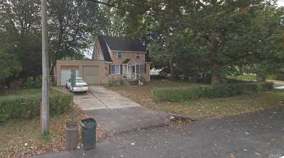 Deer Park NY Single Family Home For Sale: $225,000