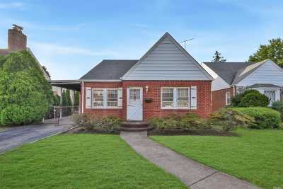 New Hyde Park Single Family Home For Sale: 34 Durham Rd