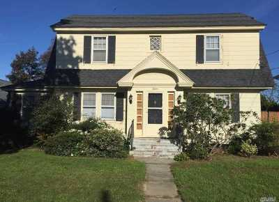 Sayville Single Family Home For Sale: 15 Bohack Ct