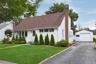 East Meadow Single Family Home For Sale: 725 Preston Rd