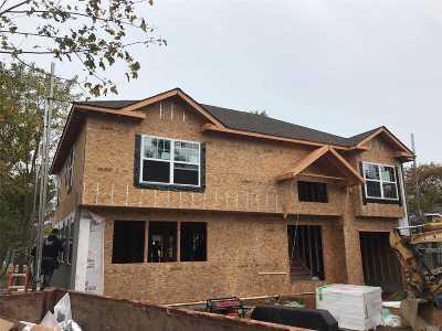 Roosevelt Single Family Home For Sale: 7 Linden Pl