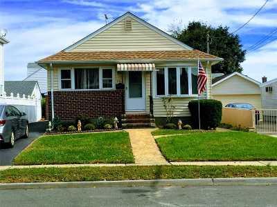 Mineola Single Family Home For Sale: 140 Sheridan Blvd