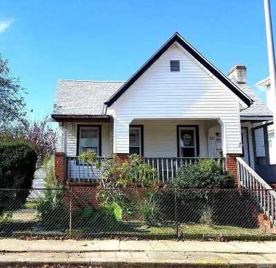Long Beach Multi Family Home For Sale: 111 Coolidge Ave