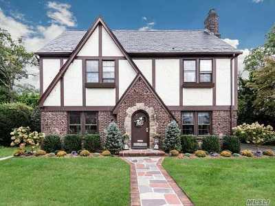 Garden City Single Family Home For Sale: 25 Kensington Rd