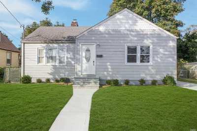 Freeport Single Family Home For Sale: 17 Harrison Ave