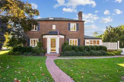 Garden City Single Family Home For Sale: 43 Westbury Rd