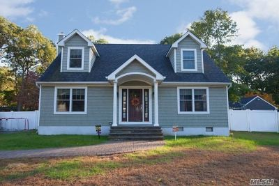 Smithtown Single Family Home For Sale: 238 Larch Ln