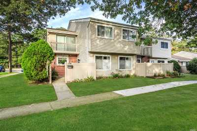 Holbrook Condo/Townhouse For Sale: 222 Springmeadow Dr